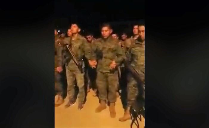 Soldados em oração