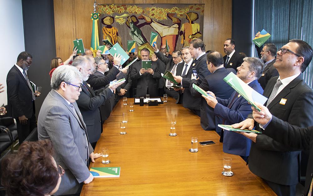 Pastores em oração na Câmara